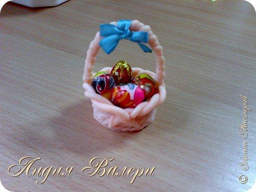 Маленькая корзинка с пасхальными яйцами (материал-полимерная глина) фото 2