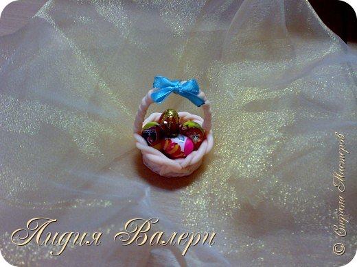 Маленькая корзинка с пасхальными яйцами (материал-полимерная глина) фото 3