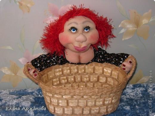 Вот  такой вид у Нюси, хоть и улыбается, но всем своим видом показывает, что такую хлебницу ей, как женщине, держать нелегко! фото 2