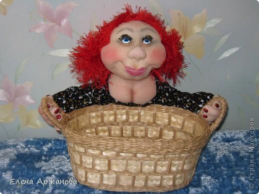 Вот  такой вид у Нюси, хоть и улыбается, но всем своим видом показывает, что такую хлебницу ей, как женщине, держать нелегко! фото 1
