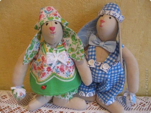 Вот такие Тильдозайки появились у нас благодаря Ирене,за что очень ей благодарна!Спасибо за твоё предложение,Давайте шить вместе!и за понятный МК! http://stranamasterov.ru/node/175382  фото 1