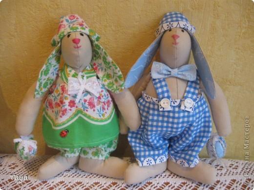 Вот такие Тильдозайки появились у нас благодаря Ирене,за что очень ей благодарна!Спасибо за твоё предложение,Давайте шить вместе!и за понятный МК! http://stranamasterov.ru/node/175382  фото 7