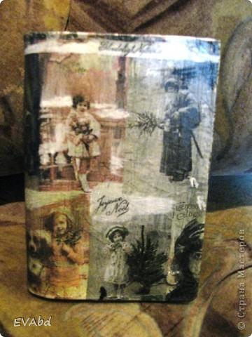 Задекупажила то, что смогла задекупажить - старую записную книжку и деревянную расческу. Заготовка, грунт, салфетка, лак для саун.  фото 3