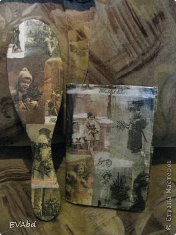 Задекупажила то, что смогла задекупажить - старую записную книжку и деревянную расческу. Заготовка, грунт, салфетка, лак для саун.  фото 2