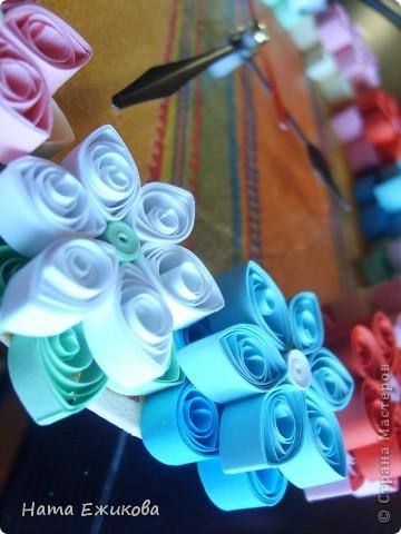 Как всегда в сумке куча мелочей: кусочек счастья, щепотка солнца, естественно, зеркальце и розовая черепашка, крохи легкого ветра и прошлогодний кленовый листик и много-много зеленого цвета. На себя - легкую юбку, босоножки, улыбку, и, танцуя по улицам, встречать жизнь! У счастья есть свое время... Время Весны!!!  фото 3