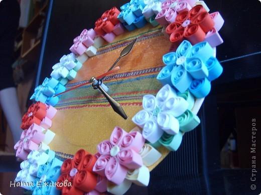 Как всегда в сумке куча мелочей: кусочек счастья, щепотка солнца, естественно, зеркальце и розовая черепашка, крохи легкого ветра и прошлогодний кленовый листик и много-много зеленого цвета. На себя - легкую юбку, босоножки, улыбку, и, танцуя по улицам, встречать жизнь! У счастья есть свое время... Время Весны!!!  фото 2
