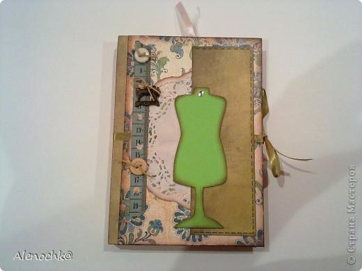 Блокнот сделан для знакомой, которая занимается шитьем на заказ. Она будет делать зарисовки заказанных моделей и записывать мерки клиентов... фото 1