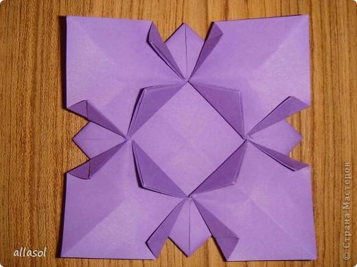 """Идея из книги Афонькиных """"Цветущий сад оригами"""".  Предлагаю сделать цветы тем, кто не боится слов """"сложить по всем намеченным линиям"""".  Делала немного по-другому, чем в книге.   фото 15"""