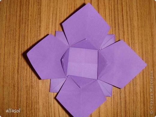 """Идея из книги Афонькиных """"Цветущий сад оригами"""".  Предлагаю сделать цветы тем, кто не боится слов """"сложить по всем намеченным линиям"""".  Делала немного по-другому, чем в книге.   фото 16"""