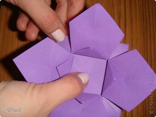 """Идея из книги Афонькиных """"Цветущий сад оригами"""".  Предлагаю сделать цветы тем, кто не боится слов """"сложить по всем намеченным линиям"""".  Делала немного по-другому, чем в книге.   фото 17"""