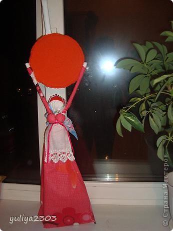 Оберег для дома. Ее держали дома 1  год и считали сильным оберегом, выполняя заветы хозяев дома. Хранили куклу у входа.