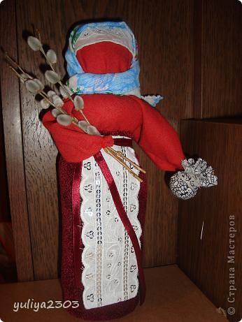 Эта кукла считается подарком и может заменять собой пасхальное яйцо. Издревле такие куколки готовились всегда перед праздником.  фото 1