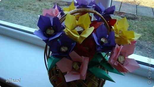 """Идея из книги Афонькиных """"Цветущий сад оригами"""".  Предлагаю сделать цветы тем, кто не боится слов """"сложить по всем намеченным линиям"""".  Делала немного по-другому, чем в книге.   фото 25"""