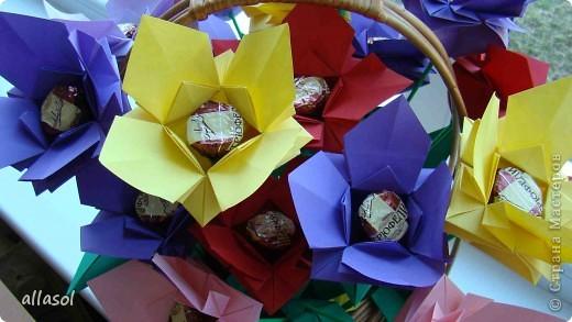 """Идея из книги Афонькиных """"Цветущий сад оригами"""".  Предлагаю сделать цветы тем, кто не боится слов """"сложить по всем намеченным линиям"""".  Делала немного по-другому, чем в книге.   фото 26"""