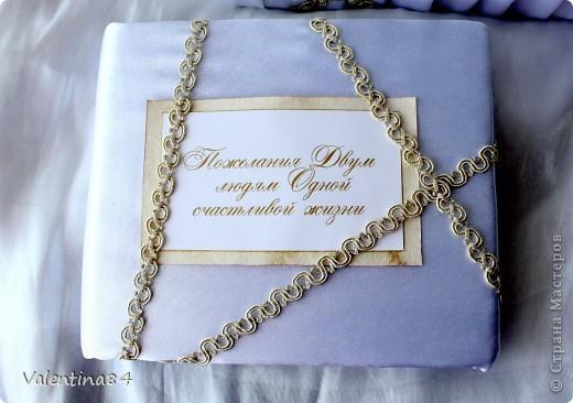 коробку делал муж из оочень плотного картона, а дальше вот, что получилось (ткань, ленты, бисер. цветы из ХФ) фото 4