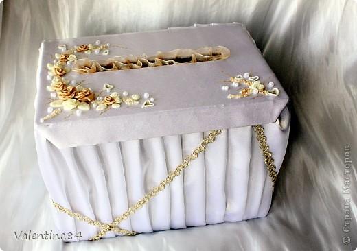коробку делал муж из оочень плотного картона, а дальше вот, что получилось (ткань, ленты, бисер. цветы из ХФ) фото 2
