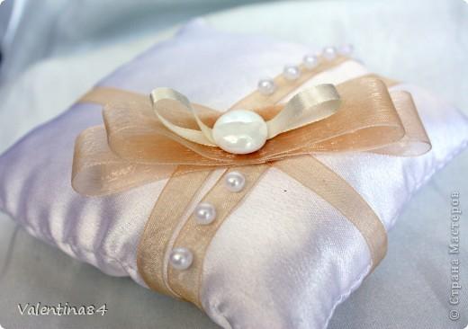 коробку делал муж из оочень плотного картона, а дальше вот, что получилось (ткань, ленты, бисер. цветы из ХФ) фото 5