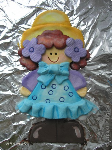 Добрый день! Сделала вот такую куколку, мне она очень тильду напоминает. Картинка найдена в Интернете: кажется, это была аппликация из ткани. фото 2