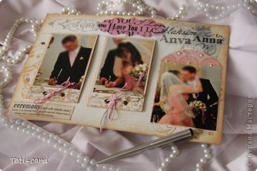 Обложка. Альбом на кольцах. Количество внутренних листов - 9. Альбом выполнен в розовых тонах, под платье невесты. Фотографию в рамке можно поменять. фото 7