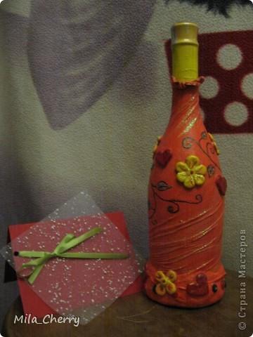 Это вот такой подарок сотворила для сестрички на 8 марта. Хотелось подарить что-то яркое, солнечное и полезное :) Это бутылка хорошего красного вина.  фото 1