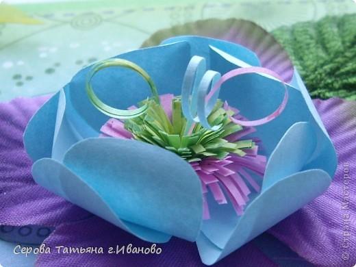 Доброго всем времени суток! Хочу вам показать свой альбом для АТС.  Альбомчик совсем маленький :)  Гортензия (нижний, сиреневый цветок) - это подарок Алены Александровны. А верхний цветок я усмотрела в замечательных работах Елены Красавиной. (Мастер-класс по его изготовлению можно посмотреть здесь http://stranamasterov.ru/node/177764) фото 2
