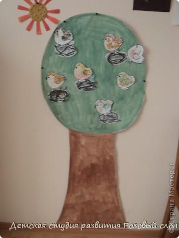 Птички выполнены с помощью крупы (гречка, рис, горох) фото 3