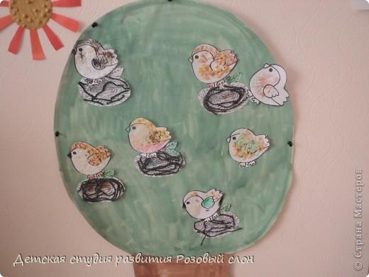 Птички выполнены с помощью крупы (гречка, рис, горох) фото 2