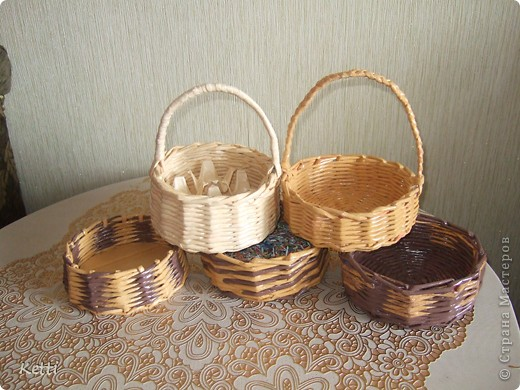 Сплела вот такие корзиночки по просьбе мамы на подарки к Пасхе.  фото 1