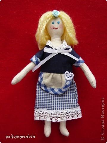 Эту куклу сшила моя мама, ей очень нравятся Тильды. Для работы использовалась выкройка принцессы на горошине, но получилась домработница Гертруда! фото 1