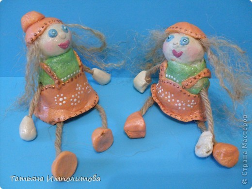 Сделать каких нибудь кукол хотелось давно,это наш дебют.И ещё хочу сказать спасибо Олечке(Захарии),её очаровашки вызывают добрую зависть,нам,правда ,далековато до  неё,но мы старались фото 2
