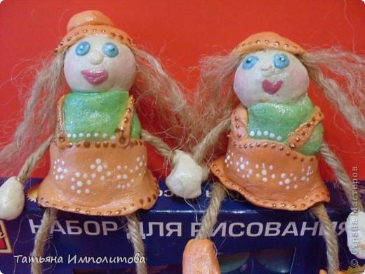 Сделать каких нибудь кукол хотелось давно,это наш дебют.И ещё хочу сказать спасибо Олечке(Захарии),её очаровашки вызывают добрую зависть,нам,правда ,далековато до  неё,но мы старались фото 4