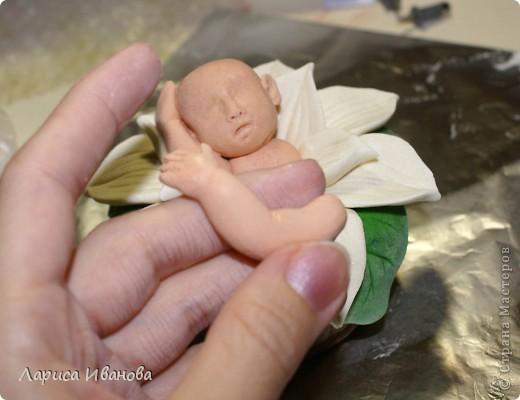 Вот такого малыша в кувшинке я слепила на днях. Идея взята из интернета, очень много таких фарфоровых фигурок. Из теста тоже смотрится довольно симпатично))) фото 33