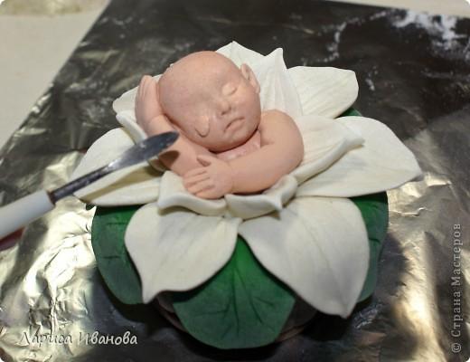 Вот такого малыша в кувшинке я слепила на днях. Идея взята из интернета, очень много таких фарфоровых фигурок. Из теста тоже смотрится довольно симпатично))) фото 40