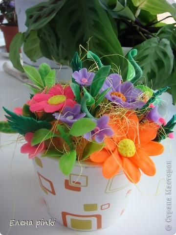 решила собрать в букетик. когда то слепленные и хорошо забытые цветочки....вот что получилось фото 2