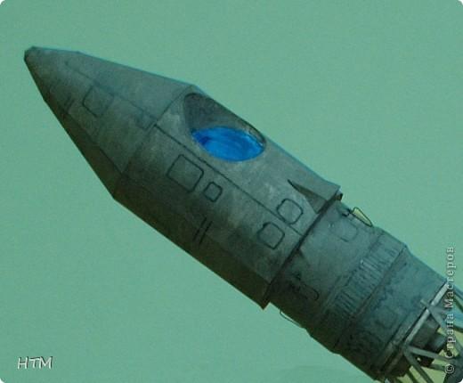 """Ко дню космонавтики ребята нашего кружка сделали ракету """"Восток"""". Именно на ней 12 апреля 1961 года совершил свой полет  Юрий Гагарин. фото 4"""