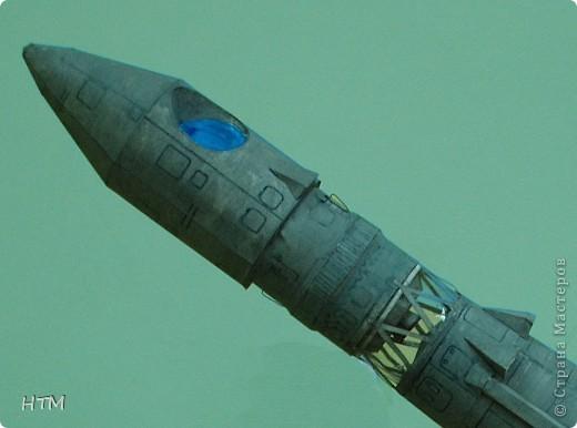 """Ко дню космонавтики ребята нашего кружка сделали ракету """"Восток"""". Именно на ней 12 апреля 1961 года совершил свой полет  Юрий Гагарин. фото 3"""