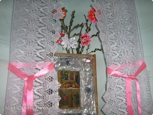 Два набожника у нашей бабули в доме в деревне. Вот и вербочку нарвали и украсили цветами канзаши))) фото 3