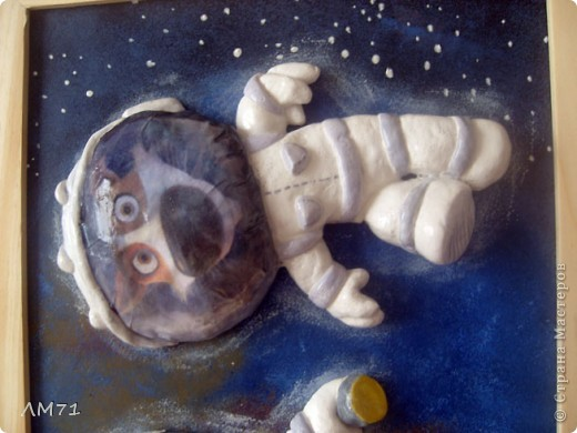 Попросили ко Дню космонавтики сделать что-нибудь интересное из солёного теста. Перерыла кучу материала, и вдруг вспомнила про мультик. Вот, что получилось. Не судите строго, это  одна из первых работ. фото 6
