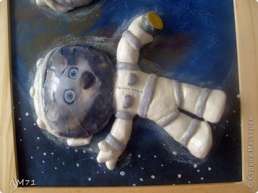 Попросили ко Дню космонавтики сделать что-нибудь интересное из солёного теста. Перерыла кучу материала, и вдруг вспомнила про мультик. Вот, что получилось. Не судите строго, это  одна из первых работ. фото 7