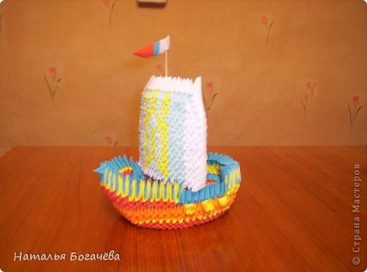 """Модульному оригами я научилась благодаря  Стране Мастеров, прекрасные мастер-класс. Заглянув однажды в эту страну, просто теперь там живу. """" Кораблик удачи"""" - такой он у меня получился фото 1"""