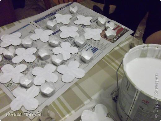 Вот такие яйца из папье-маше в подставочках делали мы с детьми в воскресной школе. фото 4