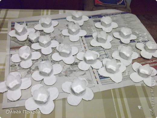 Вот такие яйца из папье-маше в подставочках делали мы с детьми в воскресной школе. фото 5