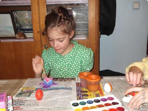 Вот такие яйца из папье-маше в подставочках делали мы с детьми в воскресной школе. фото 9