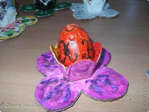 Вот такие яйца из папье-маше в подставочках делали мы с детьми в воскресной школе. фото 1