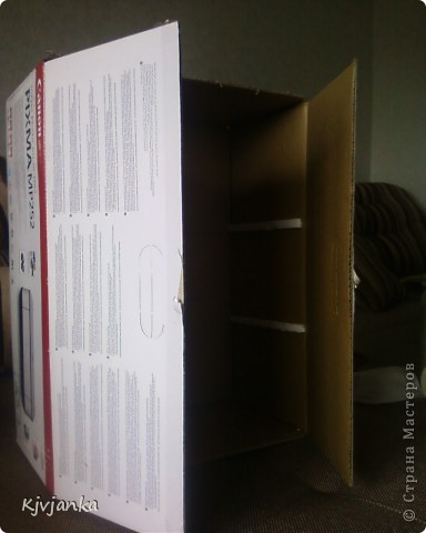 муж подарил принтер, коробку я сразу определила...))), что из неё сделаю. Только сверху обклеить обоями и внутри приклеить держатели для полочек, и шкафчик готов!!! фото 1