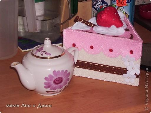 Рукоделие моей старшей дочки грелка на заварной чайничек. Выглядит аппетитно! фото 1