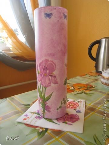 Нужно было сделать подарок одному хорошему человеку,салфетку давно облюбовала, а вот вазочку недавно купила.  фото 3