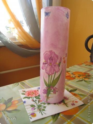 Нужно было сделать подарок одному хорошему человеку,салфетку давно облюбовала, а вот вазочку недавно купила.  фото 4