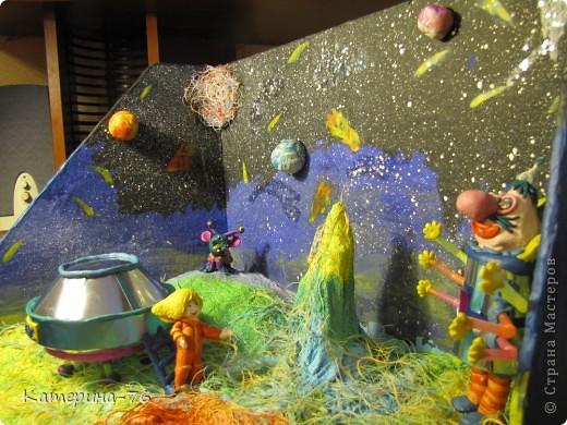 """Поделка  на выставку к дню Космонавтики """"Тайна третьей планеты"""" фото 1"""