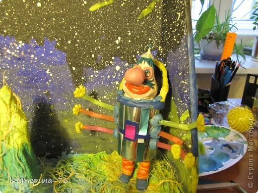 """Поделка  на выставку к дню Космонавтики """"Тайна третьей планеты"""" фото 3"""